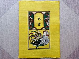 Tranh giấy Gà Đại Cát nền vàng 26cm x 37cm - TG041V