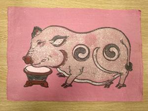 Tranh giấy Lợn Độc Bên Máng Thức Ăn nền hồng 37cm x 26cm - TG006H