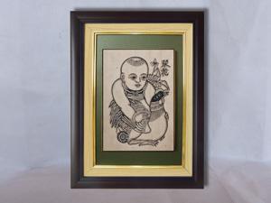 Tranh khắc gỗ đông hồ Vinh Hoa - Em Bé Ôm Gà 25cm x 32cm - TKG005